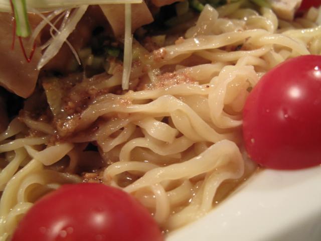 棒々鶏冷麺の麺