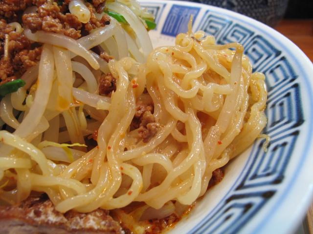 担々麺の麺