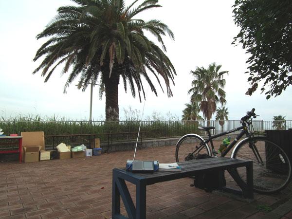 城南島海浜公園でコミュニティFM局をチェック