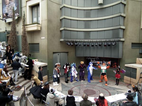 川崎ハロウィン2011 仮装の一次審査会場の様子