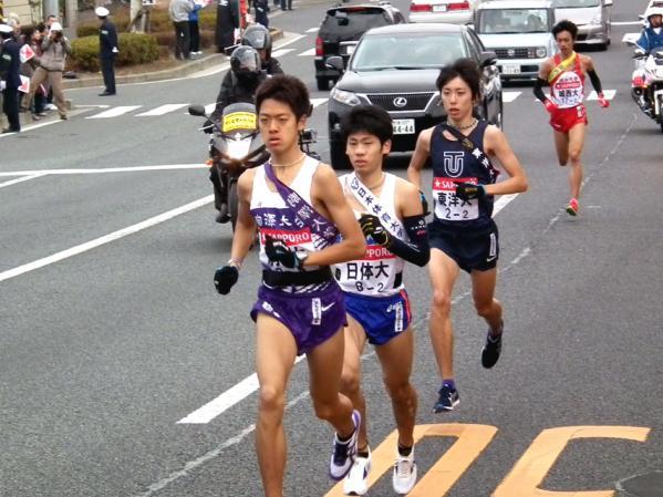 2位グループの駒沢大、日体大、東洋大、城西大の4選手の走り