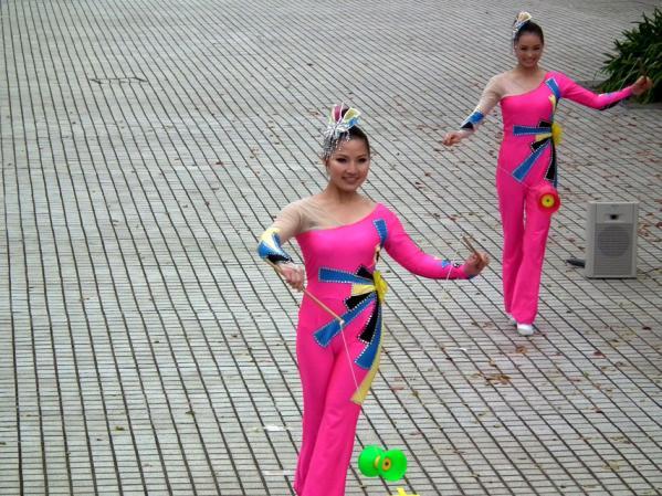 ヨコハマ大道芸「中国雑技団の演舞」(2)
