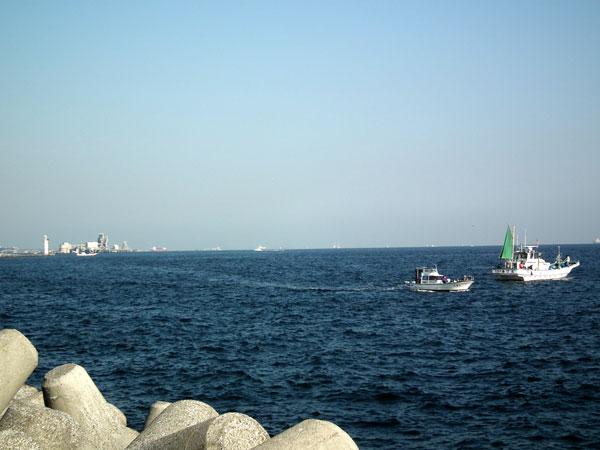 大黒埠頭 海釣り公園で眺める東京湾