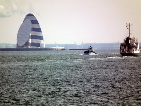 東京湾アクアライン 風の塔