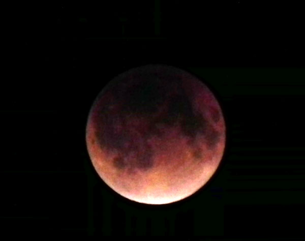 皆既月食の赤い月