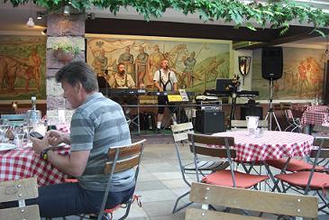 2009年夏リューデスハイムのレストラン歌