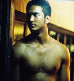 Bangkok Love Story3 設定としては、ヒゲがマフィアの殺し屋でプリが警官。