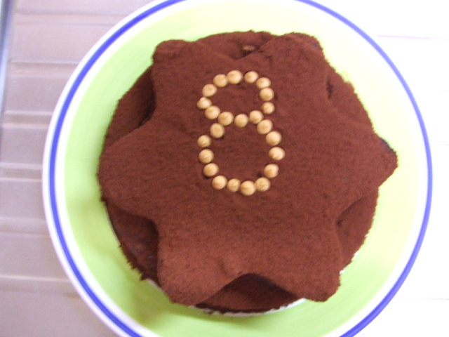 チョコレートたっぷりケーキ