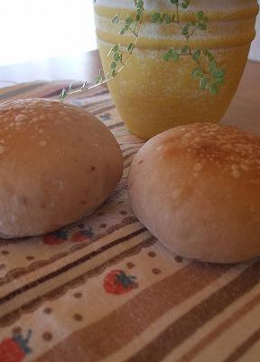 イチゴ酵母のパン