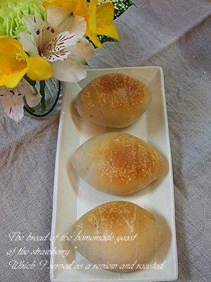 イチゴ酵母のロールパン