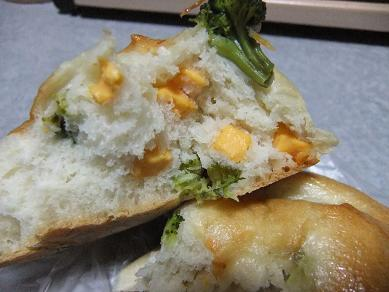 ブレッドハウス「ブロコッリーとチェダーのパン」2