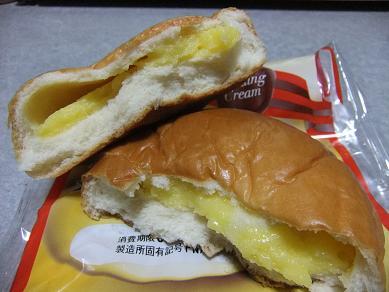 フジパン「たっぷりプリンクリームパン」2