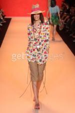 ANNA SUI Spring 2009 fashion show
