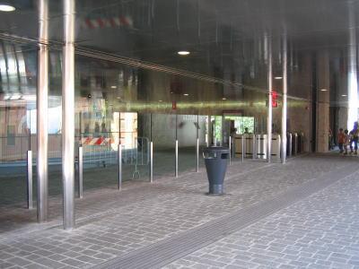 ピンチェット駅前広場