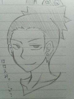 微笑んでるッ!?