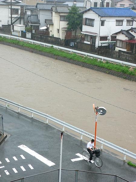 川が氾濫しちゃう~~