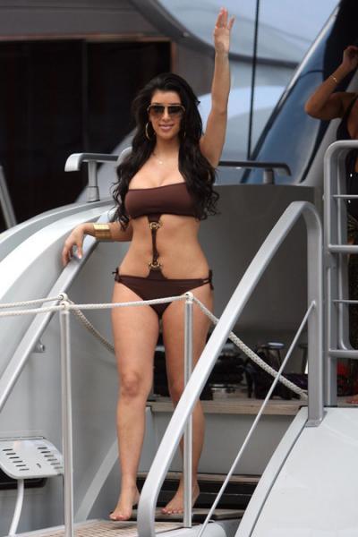 gallery_main-0613_kim_kardashian_bikini_05.jpg