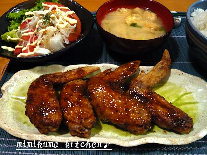 名古屋風手羽先、シーフードサラダ