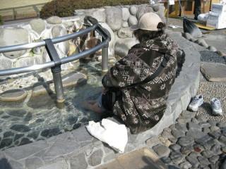伊豆高原駅前の美足の湯((おみあしのゆ)(足湯))