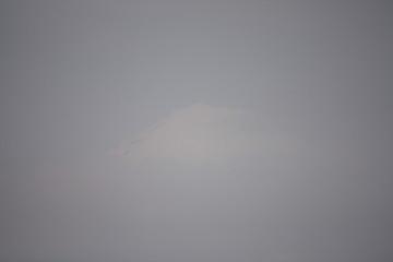 富士山の頭の部分が見えてきたので撮りました、富士山分かるかなぁ~?