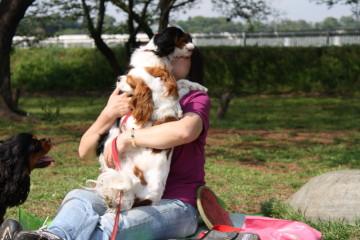 チャコ&エリー、マイロママさんに抱擁していただきました