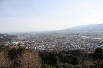 あぐりパーク嵯峨山苑から見た松田の町並み