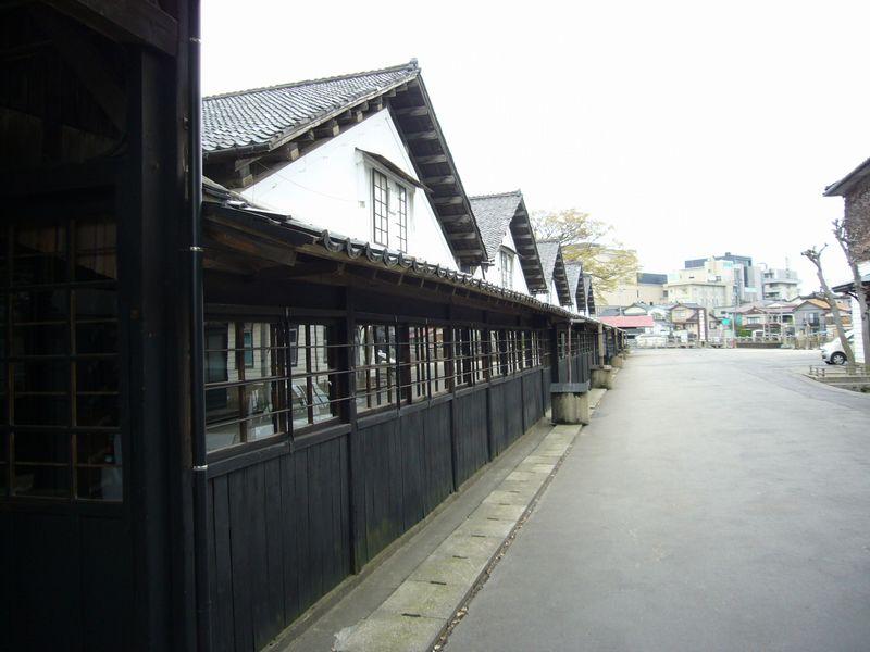 12棟続く山居倉庫