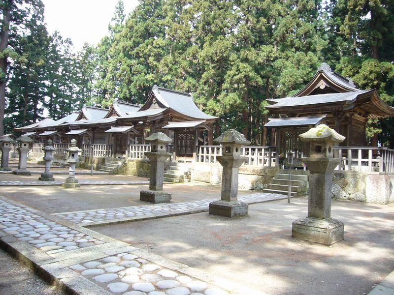 右側は奇数の歴代藩主の墓所