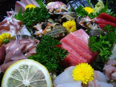 中トロ、赤身、ぶり、鯛、サザエ、ほたるいか、たこ、イカ、〆さば、キンキ