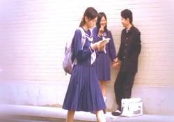 みんなより長いスカートの桃子