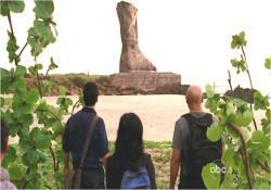 皆で立ち止まった巨像の残骸