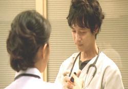 先生、顔色悪いわよ。はいっ、これ・・