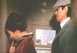 汽車の中でなく薫。