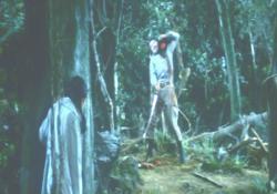 斧で犬の首を刎ね、その犬の首に噛み付かれる室田日出男
