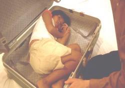トランクの中の少女