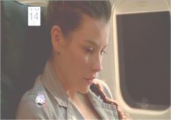 嵐の前の航空機の中のケイト