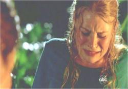 アーロンの出産に苦しむクレア