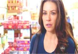 スーパーで迷子になったアーロンを探しているケイト