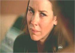 クレアが去ったの。アーロンを置き去りにして・・