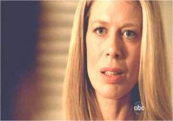 初めてアーロンの存在を知らされて驚く、クレアの母