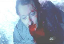 デズモンドに殴られ、海に突き落とされたベン