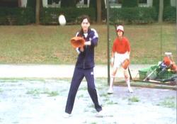 なぜか野球の特訓をしている桃子