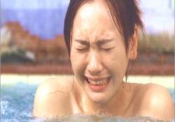 銭湯で悔し泣きする桃子