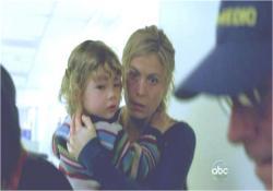 息子と一緒にデズモンドの搬送先の病院に来たペニー