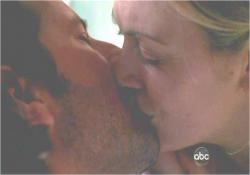 デズモンド、復活のキス