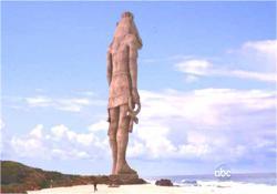 浜辺に存在する像