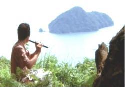 笛を吹く男