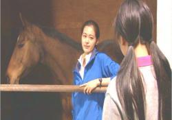 この馬、よっほど外に出るのが怖いのね