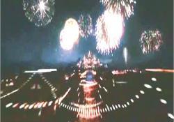 花火が上がる大坂城