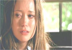 涙を流しているキャメロン